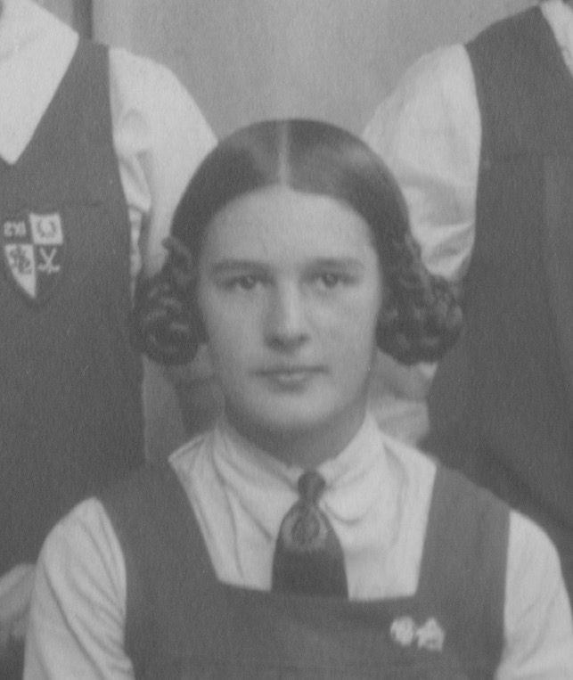 Ebeth Scobbie with an earphones hairstyle.